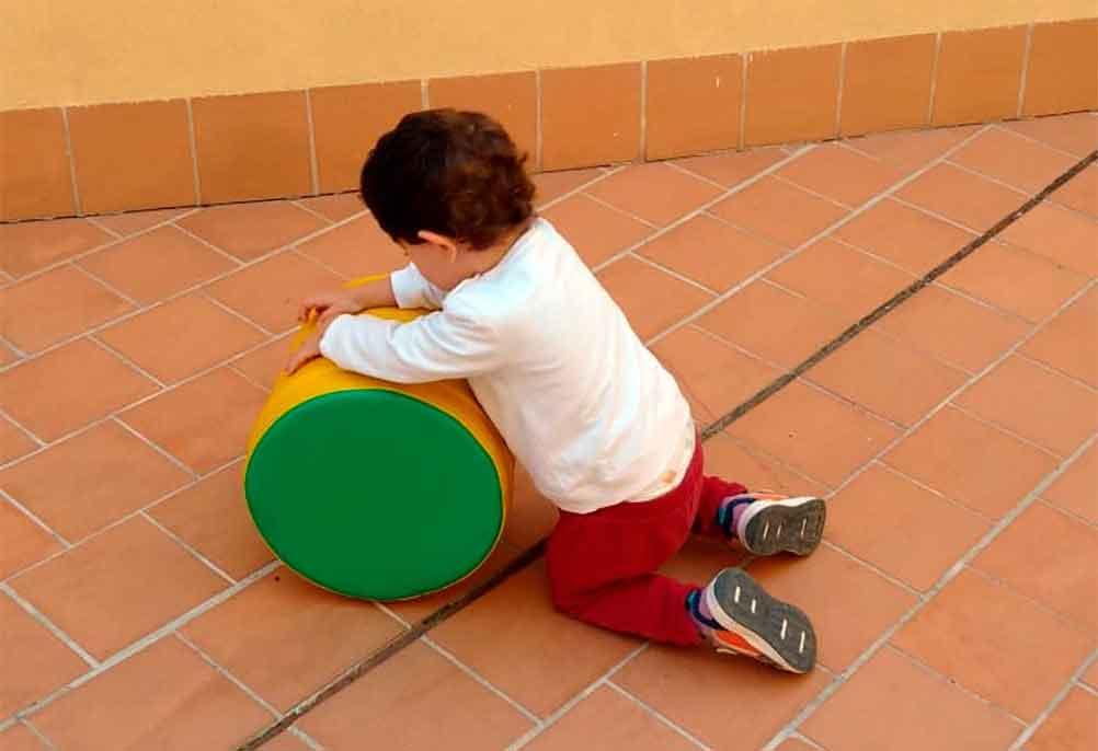 Jugando en el patio de la guarderia